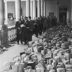 03 Franco y Corts en la Universidad, Riada 1957