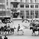 49 grises y estatua Franco